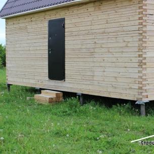 Летний дом из бруса на сваях