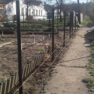 Забор на винтовых сваях в п. Бавлены