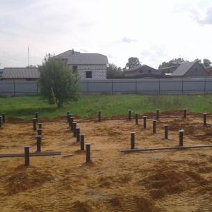 Свайный фундамент для дома из бревна в г. Струнино